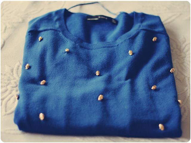 DIY: Customizando o suéter velhinho com aplicações