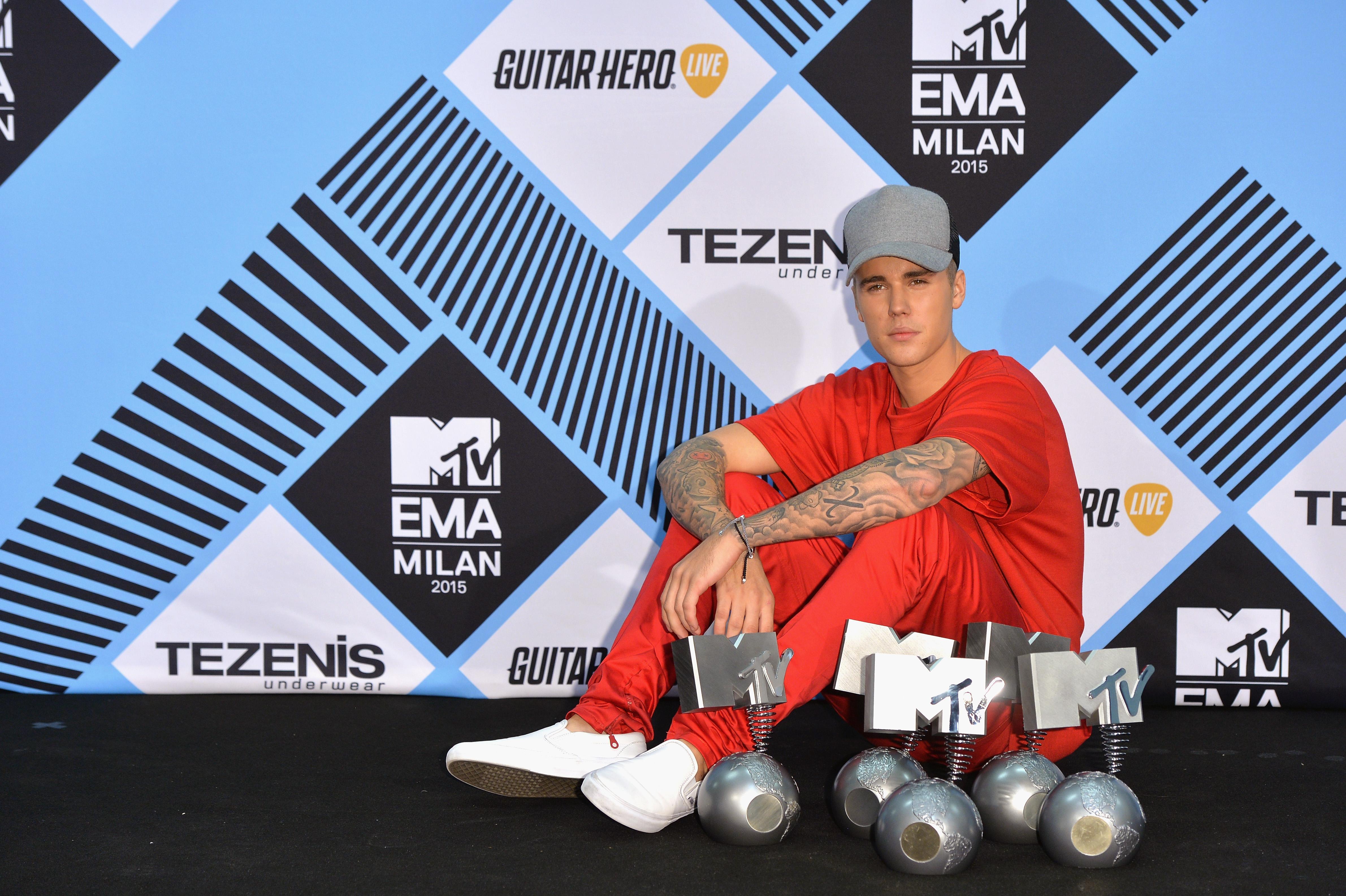 Look: paixão por tênis? O Justin Bieber tem!