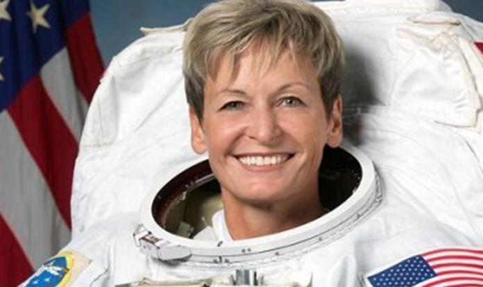 Conheça a astronauta que vendeu frangos para aprender a voar