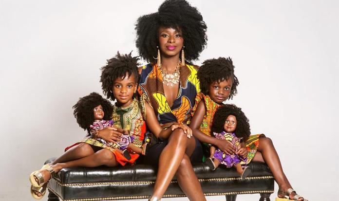 Mãe cria boneca com o cabelo crespo, natural e lindo como o das suas filhas