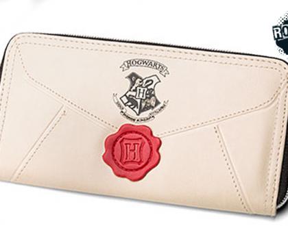 Loja lança carteira em formato da carta de Hogwarts